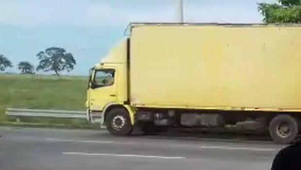 Motorista com 205 pontos na CNH é preso por dirigir caminhão em Morrinhos