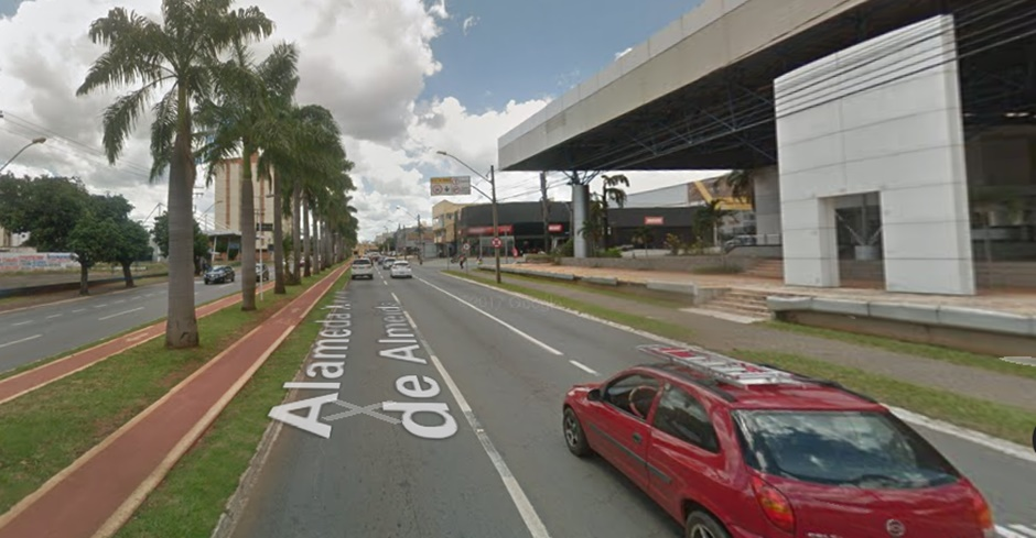 Idosa morre atropelada por motocicleta na Avenida T-63, em Goiânia