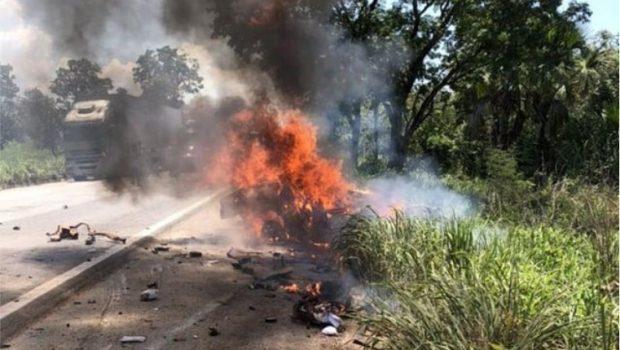 Acidente com carretas e carros termina com 5 mortos; 4 deles carbonizados, em Porangatu