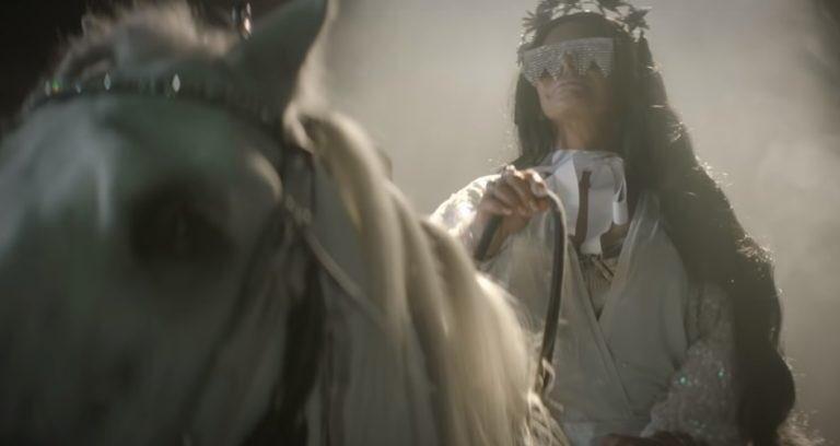 Gretchen lança single e clipe em parceria com J Brasil, 'Bumbum Gourmet'