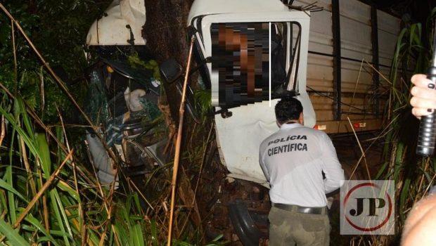 Caminhoneiro morre em acidente na BR-153, em Rialma