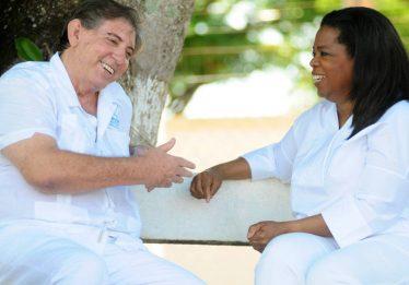 Oprah tira do ar entrevista com João de Deus após acusações de abuso sexual contra ele