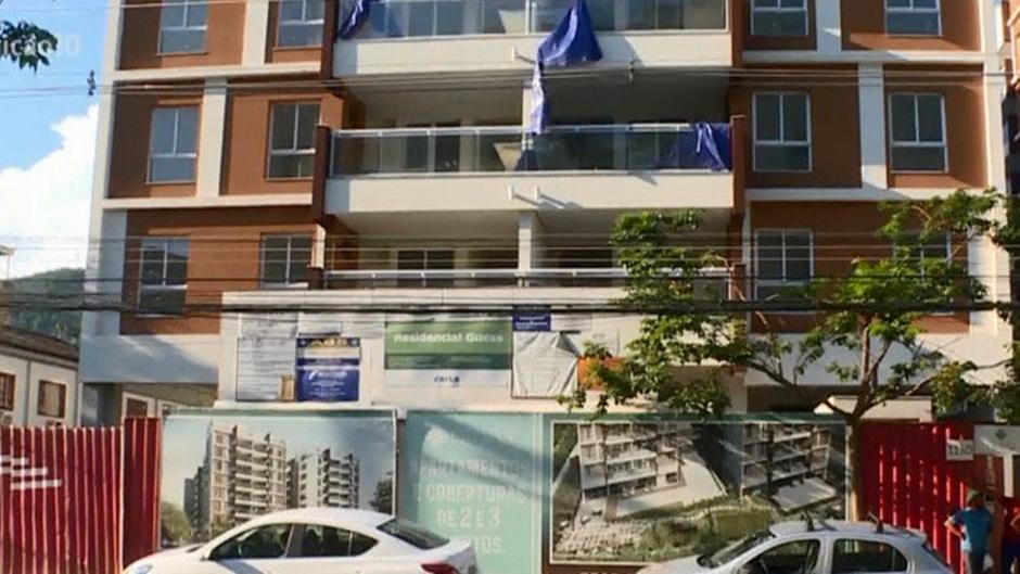 Ex-assessor de Flávio Bolsonaro, que movimentou R$ 1,2 milhão, tem dois apartamentos no Rio em seu nome