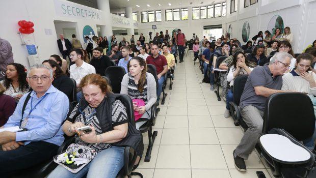 Ministério da Saúde atrasa pagamento de bolsa a novos médicos do Mais Médicos