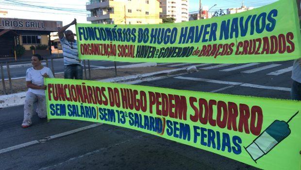 Trabalhadores do Hugo bloqueiam avenida por uma hora em protesto contra atraso de salários