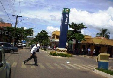 Moradores de Minaçu reclamam da falta de energia que completa 3 dias na cidade
