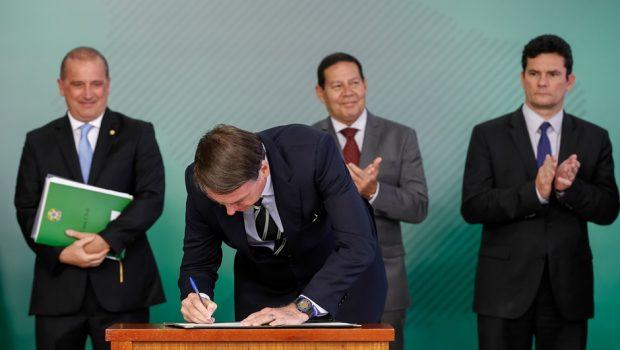 Bolsonaro confirma MP de desburocratização