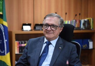 MEC apoiará uso do Exército para administrar escolas municipais, diz ministro