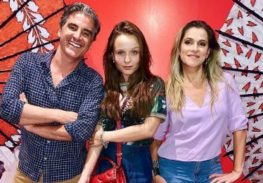 'Fala Sério Mãe 2': Larissa Manoela confirma novo filme em redes sociais