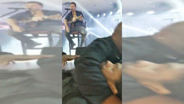 """Eduardo Costa manda seguranças baterem em homem e diz que """"comeria mulher dele"""", durante show nos EUA"""