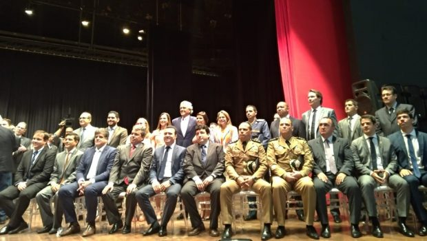 Empossados 17 secretários do Governo Caiado