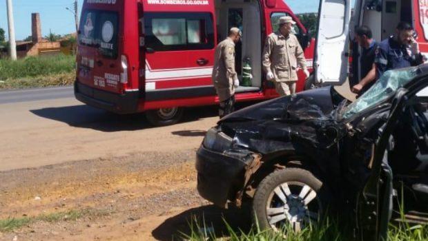 Acidente entre carro e caminhão deixa dois feridos na BR-020, em Formosa