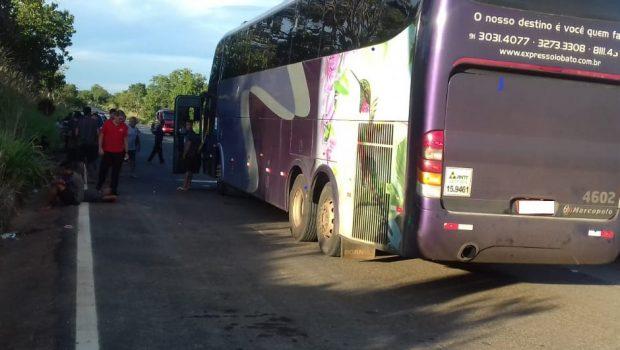 Ônibus com delegação esportiva se envolve em acidente na BR-153, em Estrela do Norte