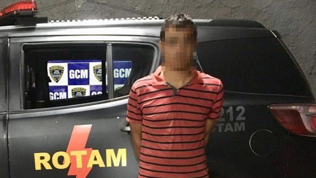 Homem é preso portando submetralhadora e fuzil, no Conjunto Primavera