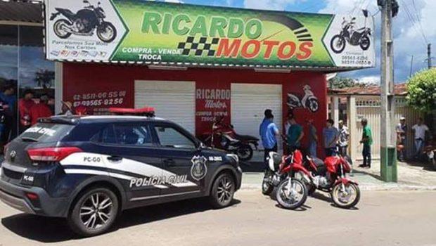 Comerciante fica gravemente ferido após ser baleado dentro do próprio estabelecimento, em Jaraguá
