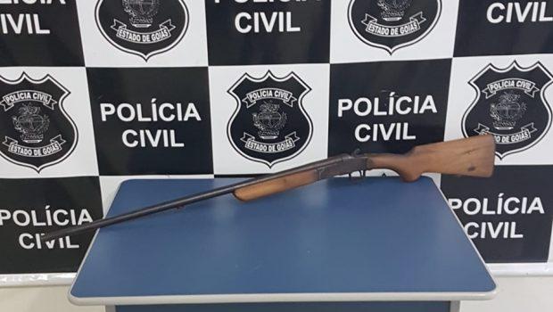 Homem é preso após agredir filha de 1 ano com espingarda no Sul de Goiás