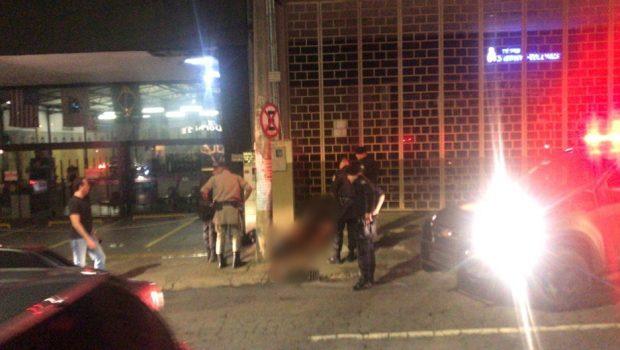PM reage assalto, mata um assaltante e deixa outro ferido no Setor Alto da Glória, em Goiânia