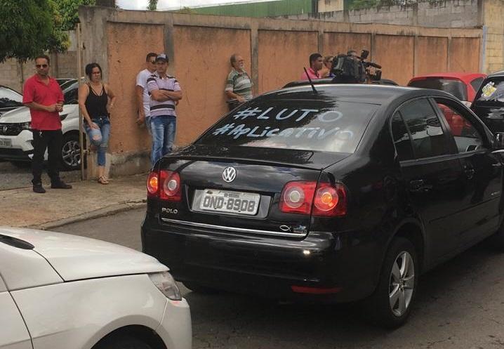 Motoristas fizeram homenagens e reivindicaram segurança (Foto: Mais Goiás)