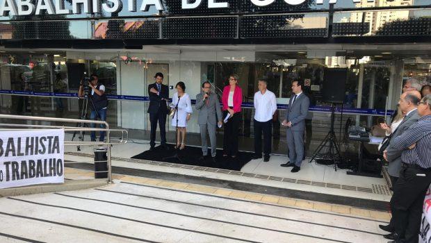 Ato em defesa dos direitos sociais e da Justiça do Trabalho é realizado em cidades brasileiras nesta segunda (21)