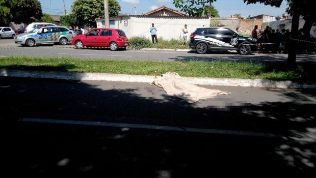 Polícia procura por motociclista que atropelou idosa no Setor Novo Horizonte, em Goiânia