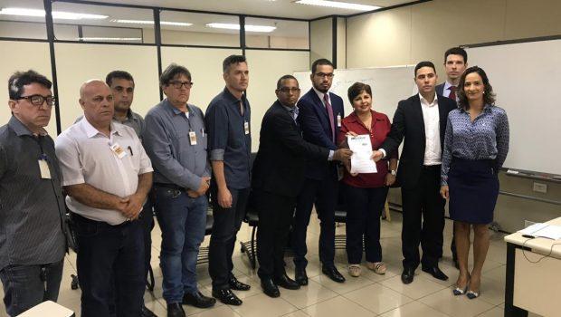 Líderes sindicais se reúnem a promotores em busca de apoio para recebimento do salário de dezembro