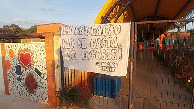 Professores da rede municipal protestam sobre diretrizes, em Aparecida de Goiânia