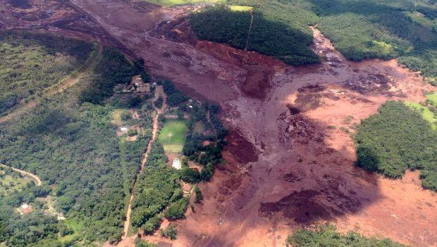 Bombeiros estimam cerca de 200 desaparecidos após barragem se romper
