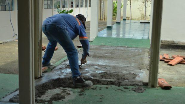Presos do regime fechado reformam Colégio Estadual em Niquelândia