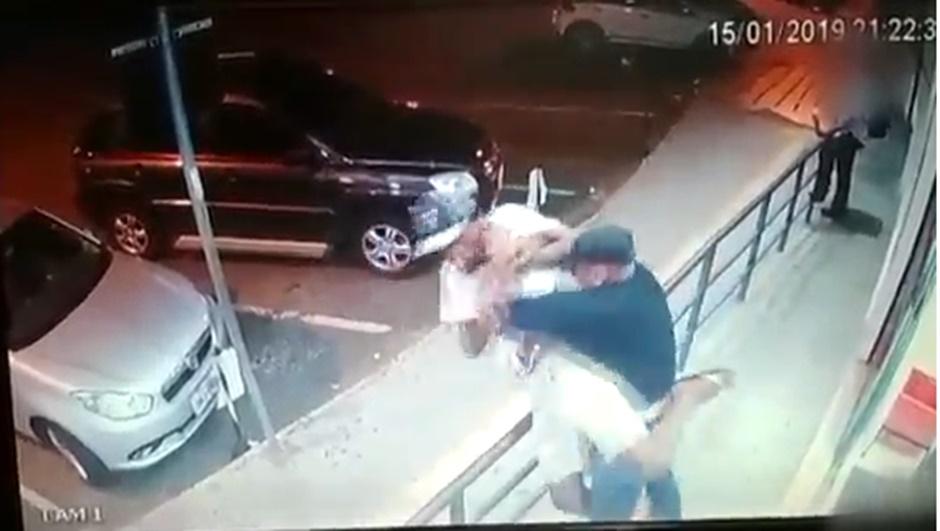 Morador de rua morre após ser esfaqueado por segurança de farmácia no Setor Leste Universitário