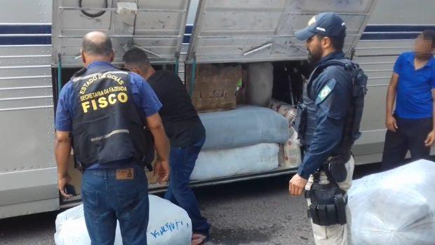 Ônibus clandestino é apreendido com mercadoria sem nota fiscal avaliada em R$ 1 milhão, em Porangatu