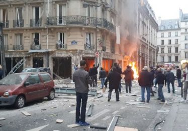 Explosão em padaria de Paris deixa mortos e dezenas de feridos