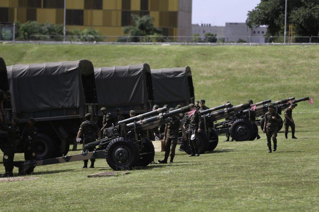 Previdência caminha para incluir militares em novas regras