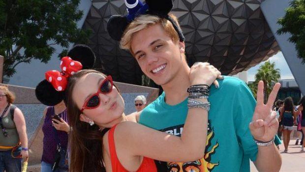 """""""Eu já levei todos"""", brinca Larissa Manoela sobre ir à Disney com namorados"""