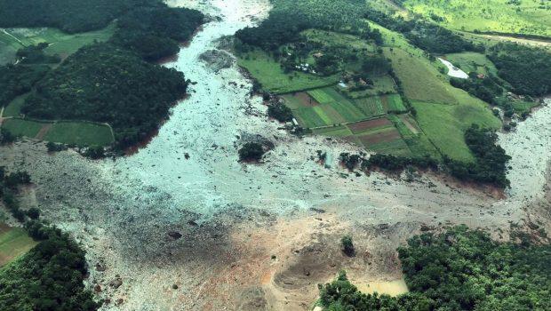 Número de desaparecidos em Brumadinho cai para 299, segundo forças de segurança