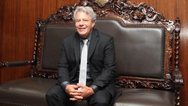 """""""Caiado tem um estilo, eu tenho outro"""", diz senador Luiz Carlos do Carmo"""