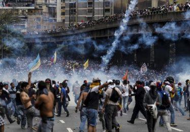 Protestos contra Maduro na Venezuela têm 16 mortos