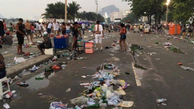 Orla de Copacabana já tem 150 toneladas de lixo recolhido
