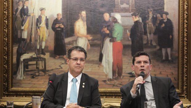 Após críticas, Moro anuncia mudanças em pacote anticrime