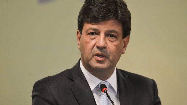 Aval para tratamentos com uso de eletrochoque será revisto, diz ministro da Saúde