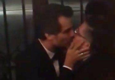 Wagner Moura e Jean Wyllys dão beijo na boca em festival de cinema em Berlim