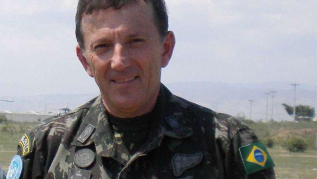 Interino, general Floriano Peixoto vira o 8º militar no ministério