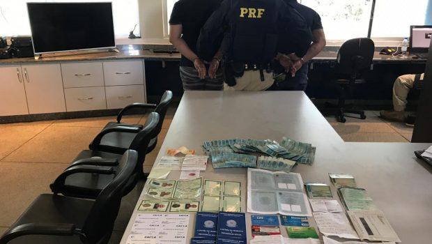 PRF prende dois homens com documentos de várias pessoas em Hidrolândia