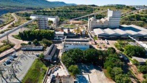 Mineradora que extrai amianto paralisa atividades na jazida de Minaçu