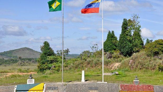 Turistas brasileiros impedidos de voltar da Venezuela dormem em consulado