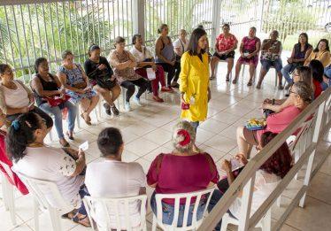 Grupo terapêutico promove tratamento para mulheres diagnosticadas com fibromialgia em Goiânia