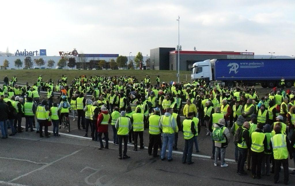 Protesto dos 'coletes amarelos' deixa um ferido e dez presos em Paris