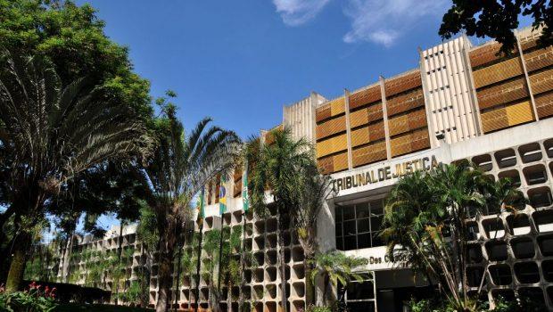 Justiça determina que UEG substitua servidores temporários por aprovados em concurso