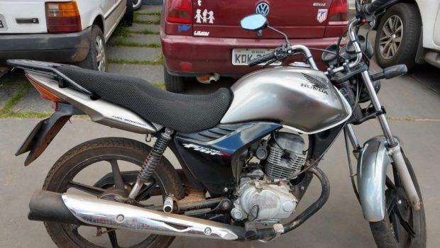 Câmeras flagram momento em que moto é furtada em frente a loja de autopeças, em Goiânia