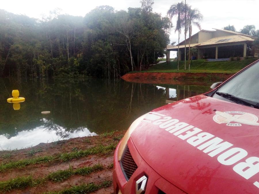 Jovem morre afogado ao mergulhar em represa de fazenda, em Jataí