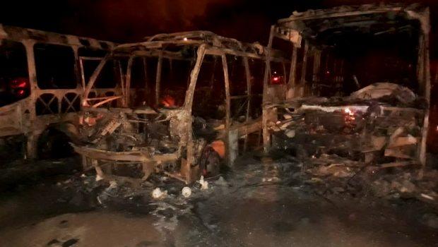 Incêndio destrói nove veículos no pátio da Secretaria de Obras de Aragarças